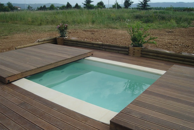 Poolabri abri piscine terrasse plat bois for Piscine couverture mobile