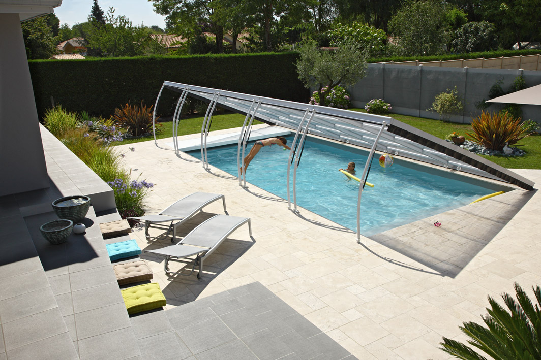 Poolabri abri piscine plat relevable for Verin abri piscine