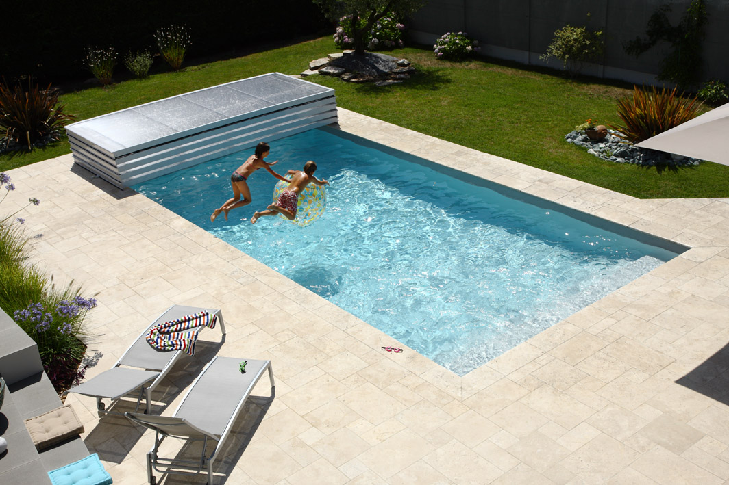 Poolabri abri piscine plat relevable for Piscine sol amovible