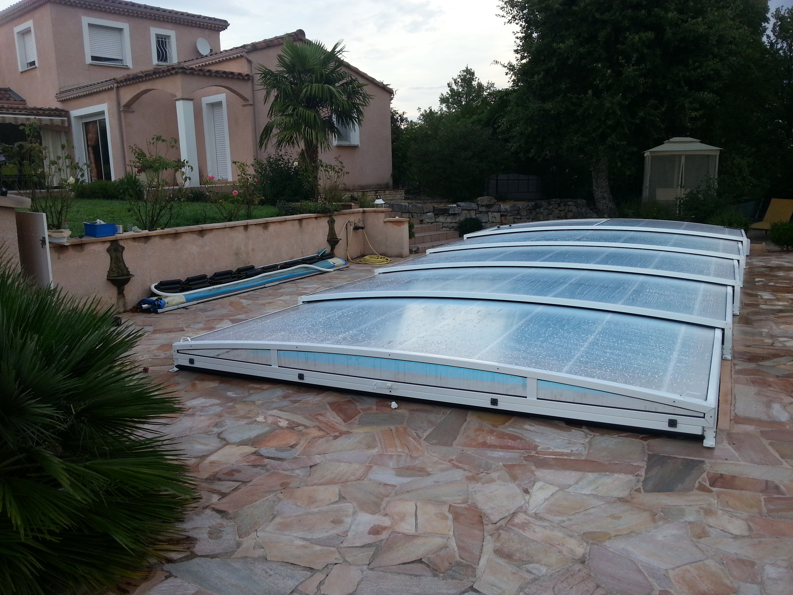 Abri de piscine en kit good abri de piscine en kit with for Abri piscine plat